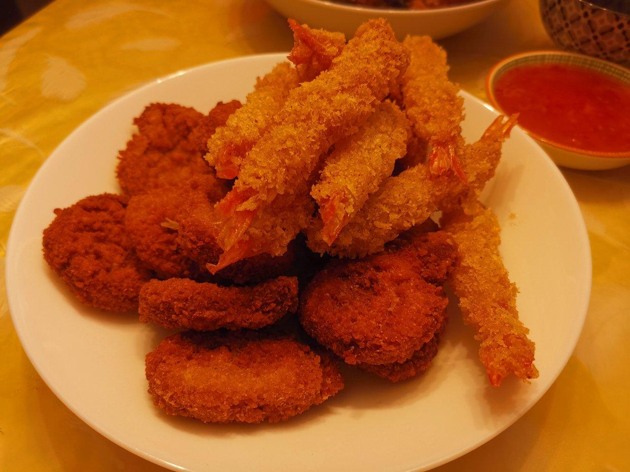 炸鸡炸虾配烧鸡酱太好吃了