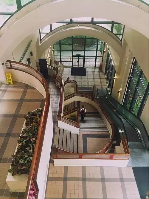 香港大学庄月明楼