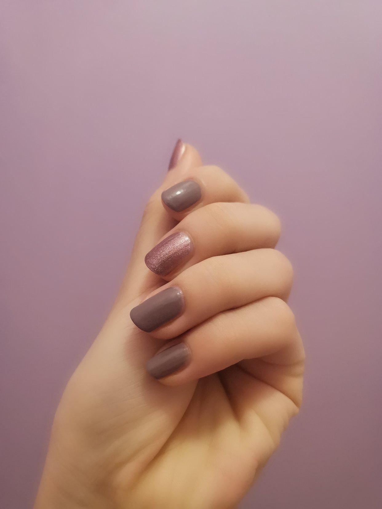 用kiko1欧的指甲油做的暖暖紫色指甲