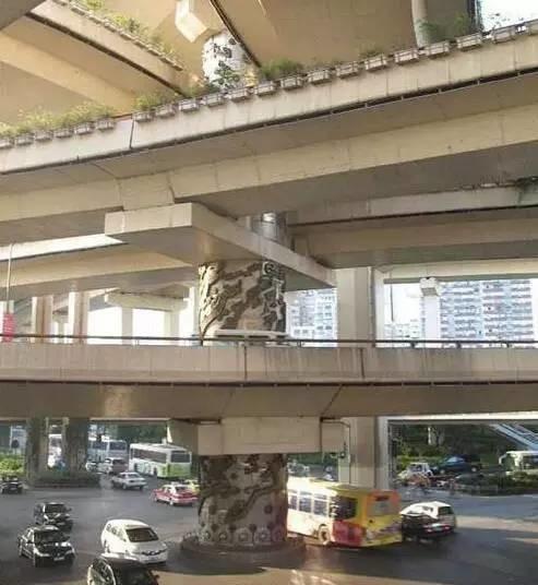 """上海延安路高架立""""九龙柱""""传说"""