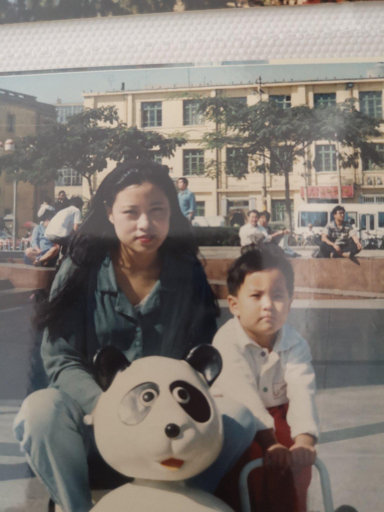 假如我穿越到妈妈年轻的时候我想好好照顾她