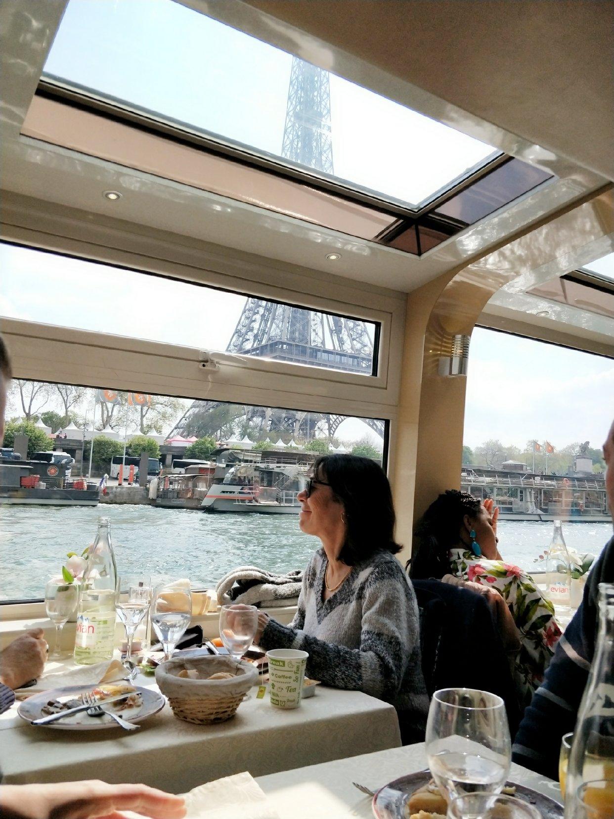 塞纳河游船brunch
