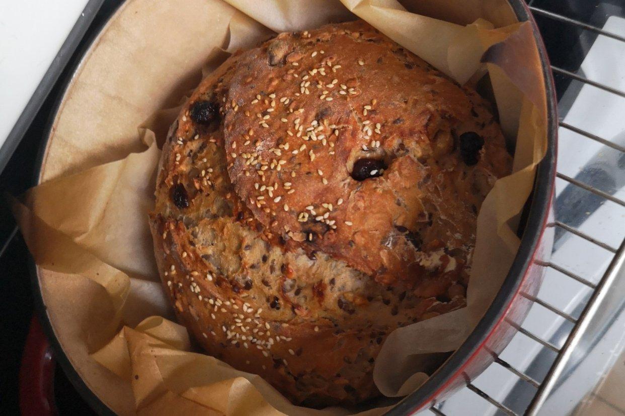 铸铁锅闲置?不可能的!不用揉面的无油无糖蔓越莓坚果面包