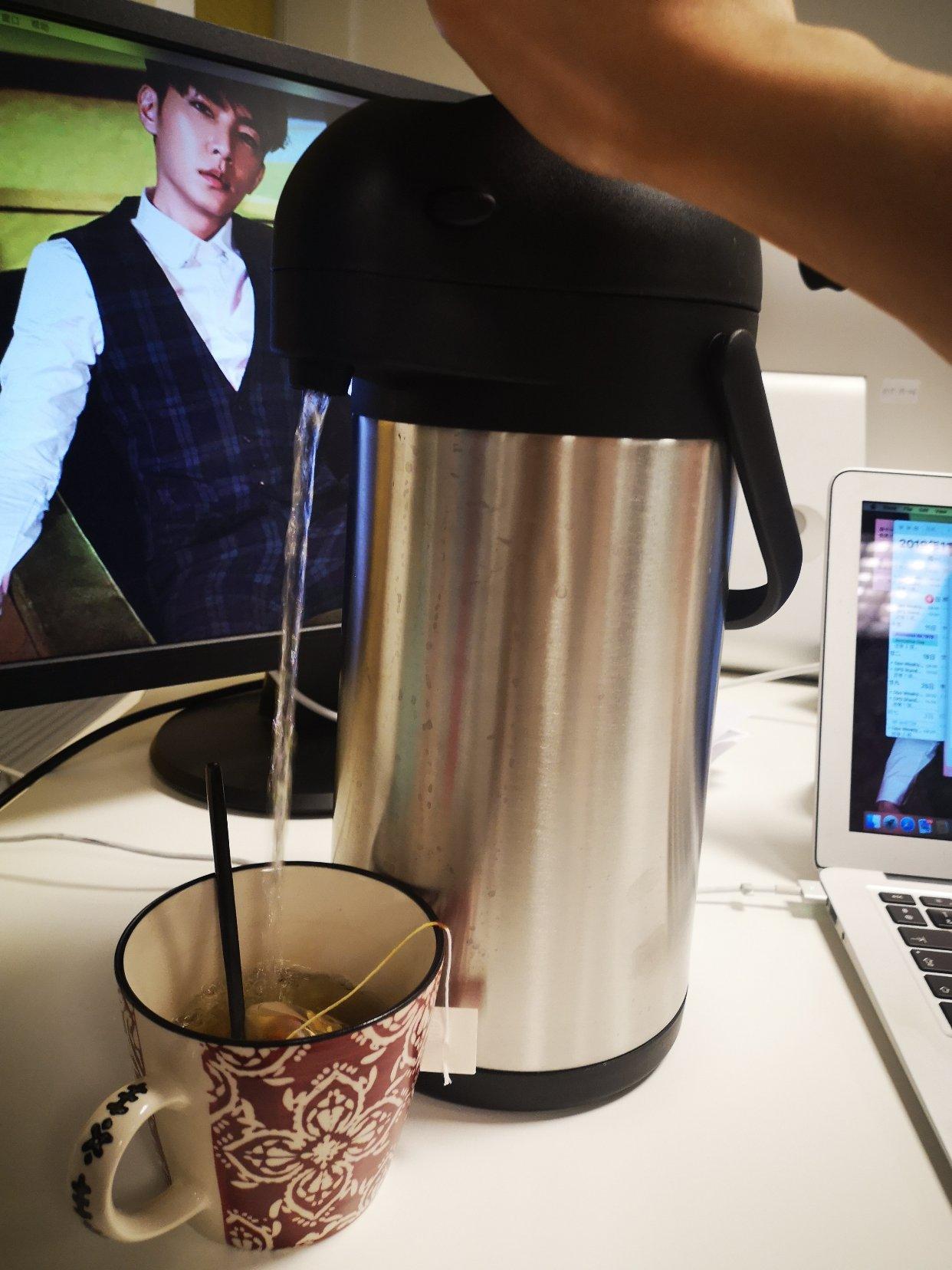 新买了一个超级实用的热水壶!