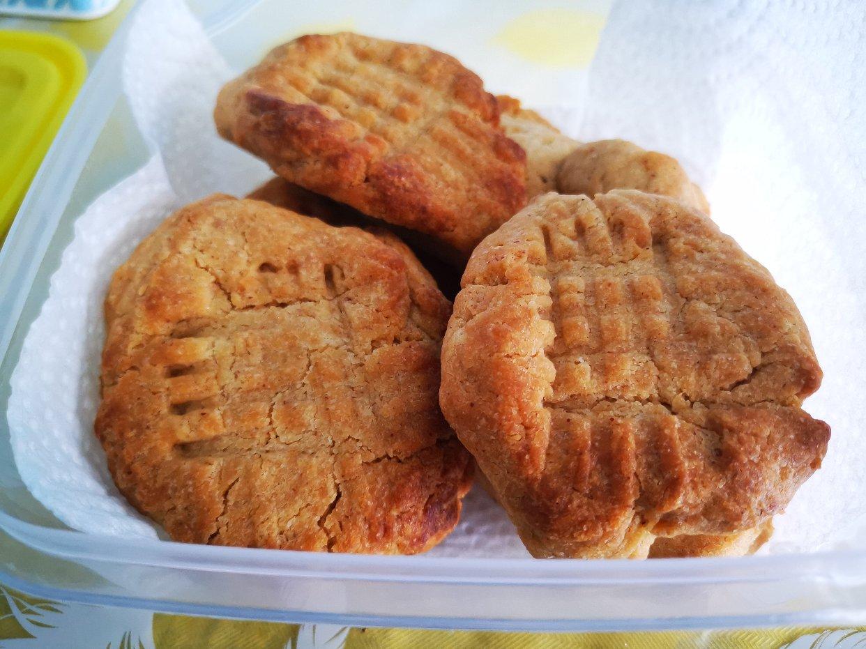 有和我一样买了1kg花生酱的吗,来做饼干呀