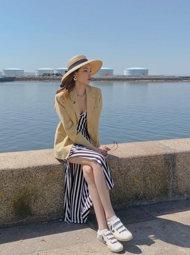 旅游的路上买了一个法式草帽太喜欢了