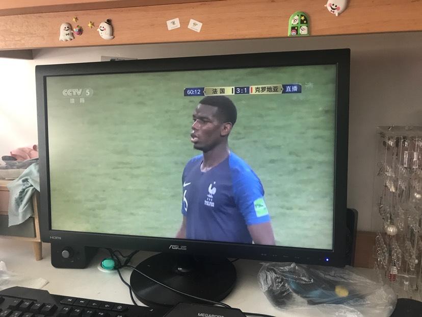 在家看世界杯也很舒服哈哈哈