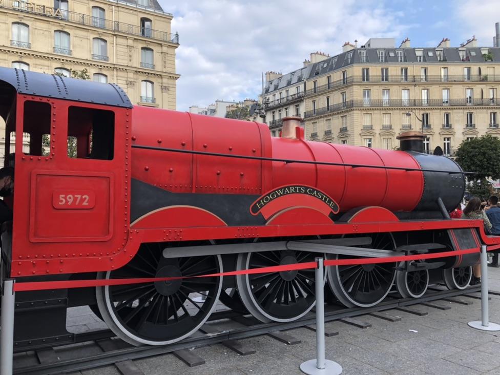 霍格沃滋特快列车停靠巴黎🚂