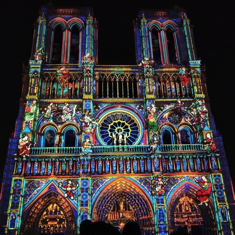 圣母院灯光秀是真的美