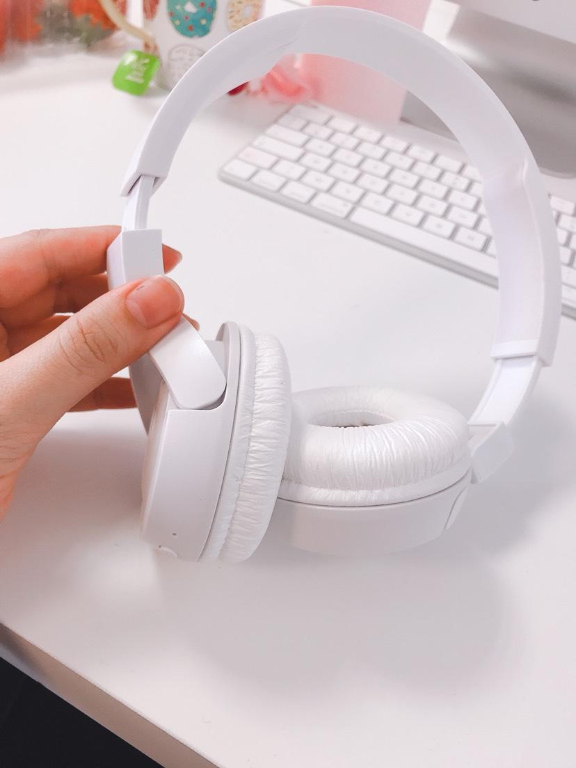 亚马逊买的JBL白色耳机到啦