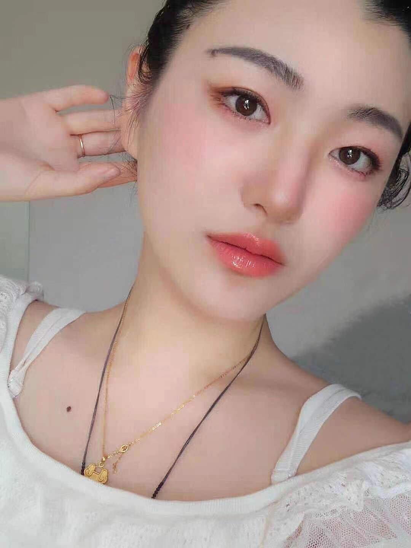 化妆: 温温柔柔