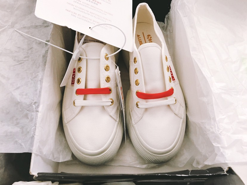 LVR和Superga联名限量合作款小白鞋收到啦😉