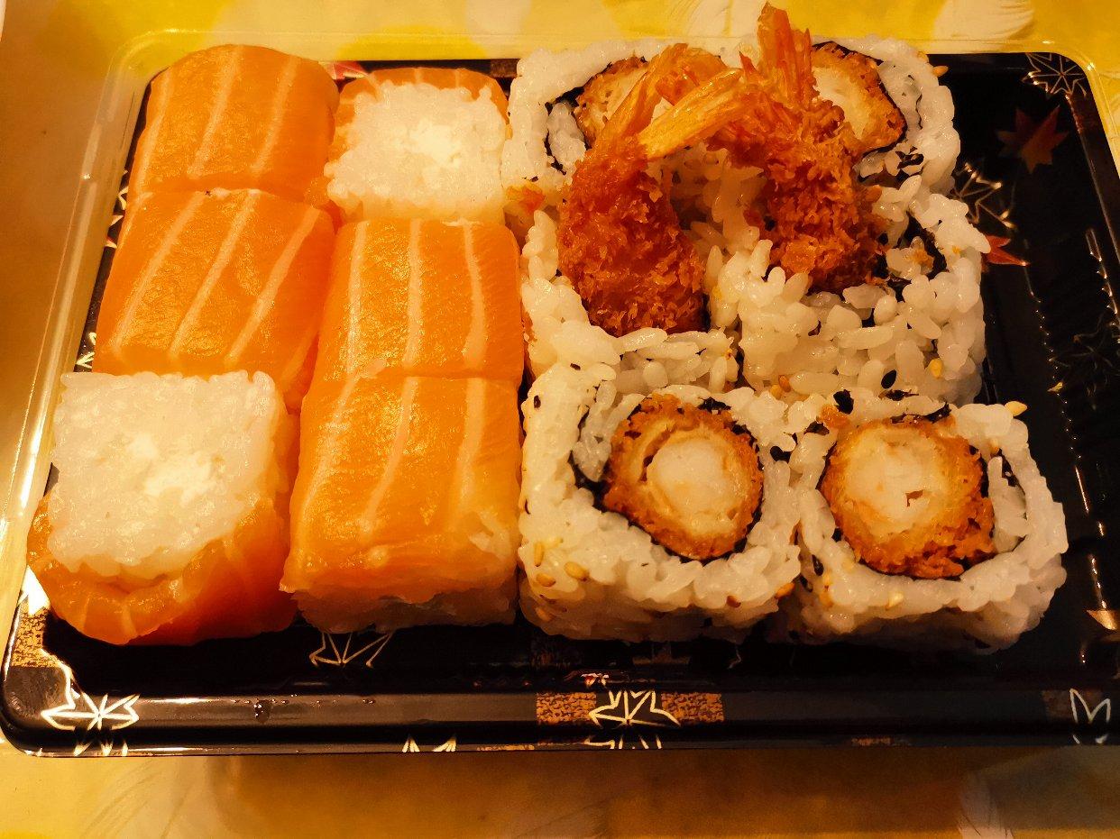 我来了,我带着蛋糕寿司芝士天妇罗maki来了