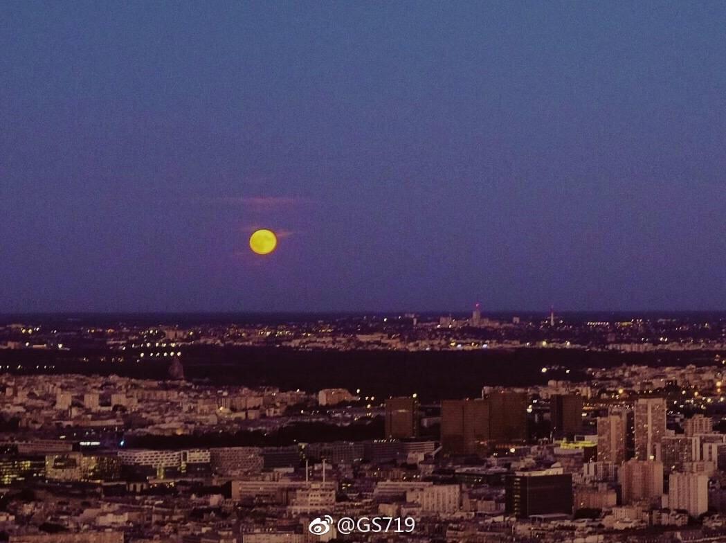 蒙塔的日落和月升