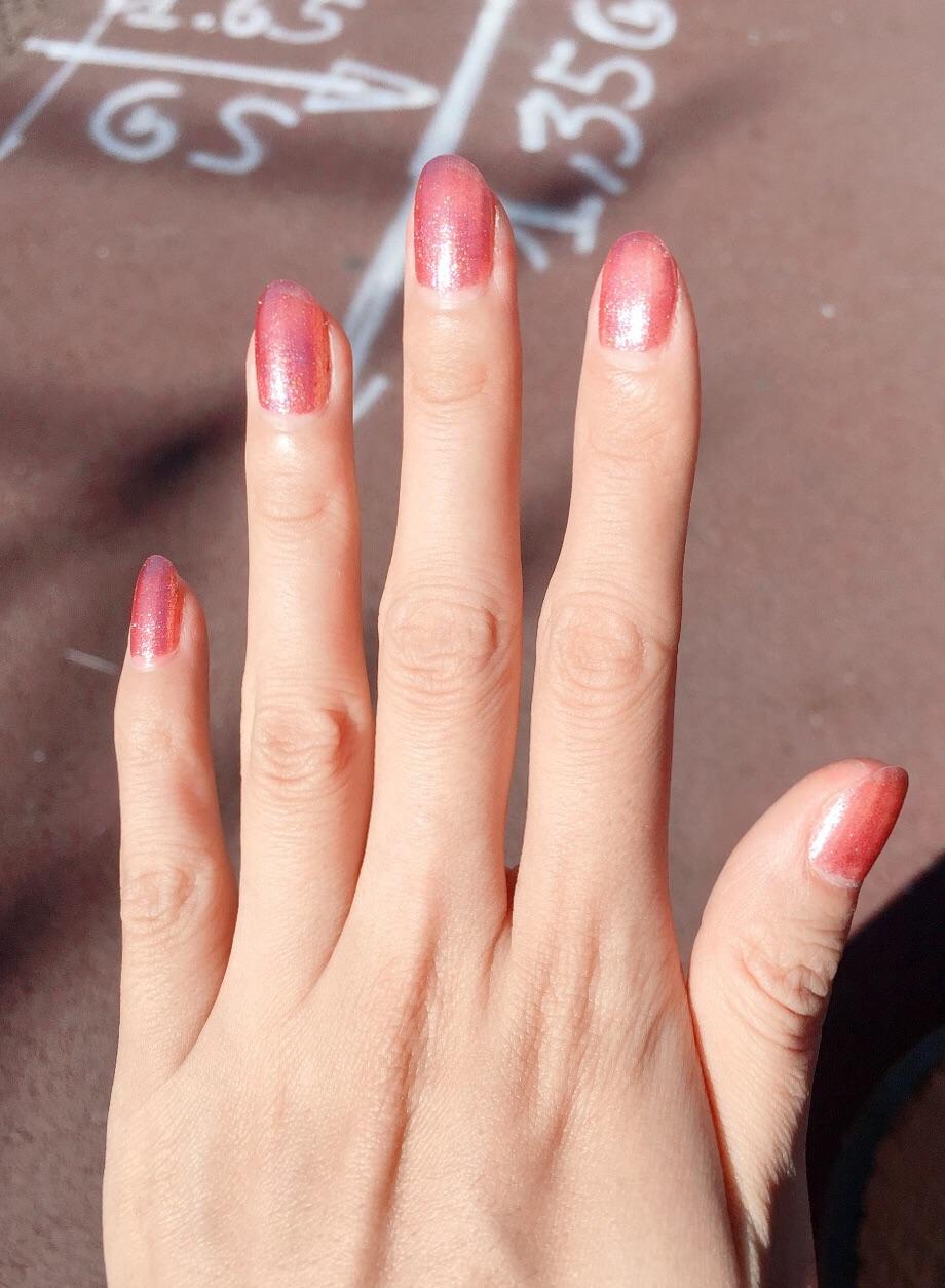 好心情时涂个美美的指甲油💅🏻