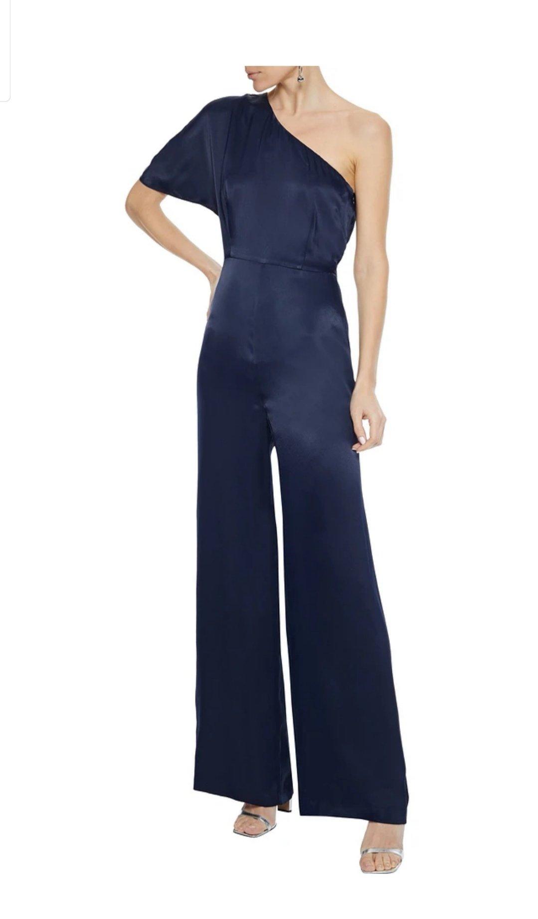 THE OUTNET上买的连体裤,完美上身!