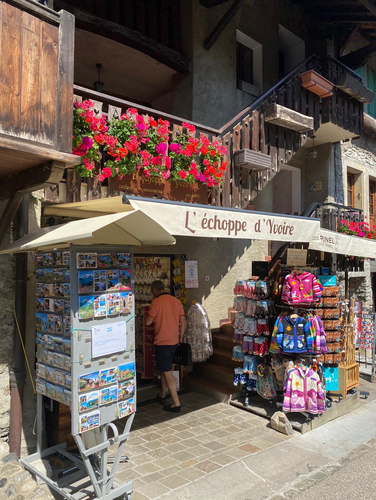 日内瓦湖畔的中世纪鲜花💐小镇—Yvoire
